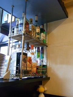店内のボトル棚。