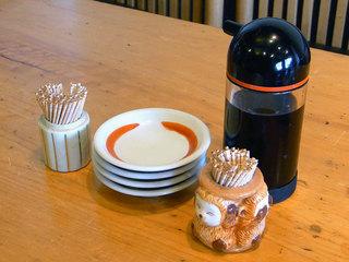 テーブル上の調味料