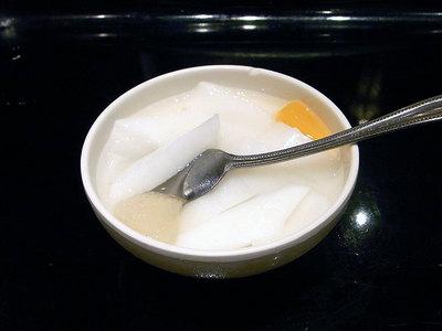 ランチの杏仁豆腐。