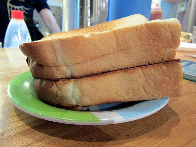 トーストはほぼ1斤