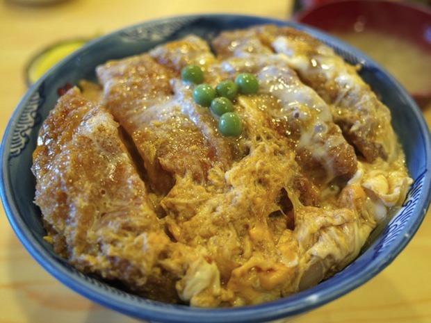極厚カツ3センチ級!ダシが絶品な蕎麦屋のカツ丼!横浜つけ天そばの名店 角平