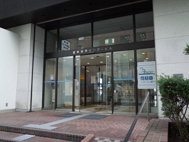 産業貿易センタービルの入り口