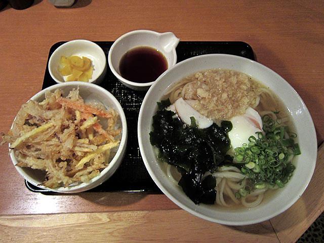 温玉うどん+野菜のミニかき揚げ丼