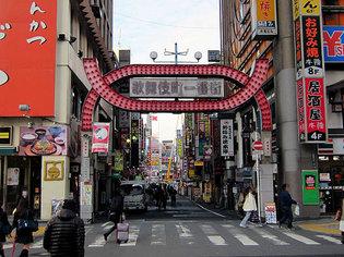 歌舞伎町一番街の入り口
