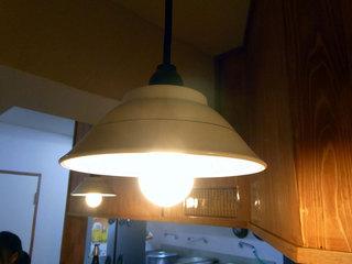 店内のラーメン丼の照明