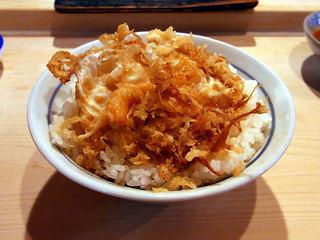 たまごの天ぷらがのったゴハン
