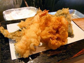 天ぷらは別皿で盛られます