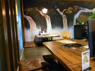 掘りごたつ式のテーブル席