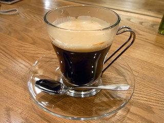食後は濃いめのコーヒーが付いてました