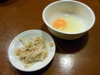 生卵とモヤシのナムル