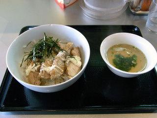 鶏の照り焼き丼スープ付き