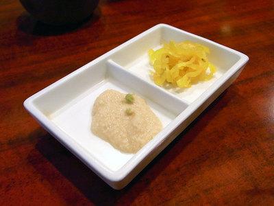 小鉢の山芋と漬け物