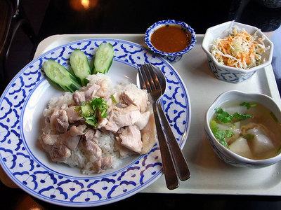 タイ風蒸し鶏とご飯