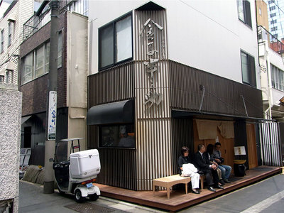 日本橋の金子半之助のお店の外観。