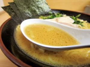 醤油とんこつのスープ