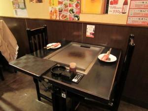 お好み鉄板の付いたテーブル