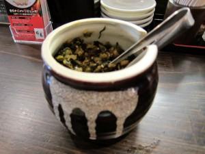 卓上の食べ放題の辛子高菜