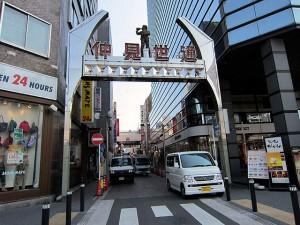 川崎駅前の仲見世通り商店街