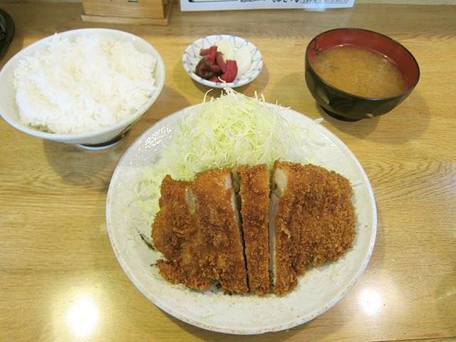 ロースカツ定食800円