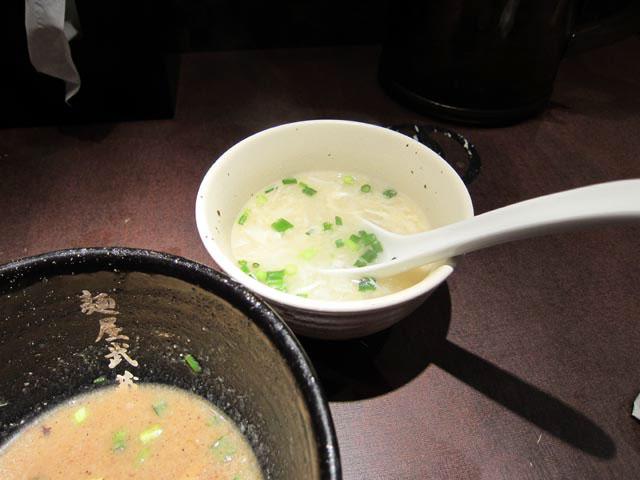 スープ割りのスープはトロミがあり溶き卵が入ってる