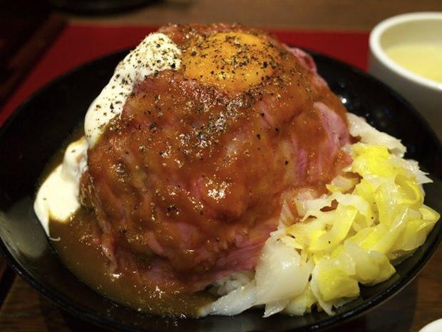 てんこ盛りすぎローストビーフ丼!渋谷道玄坂の肉聖地